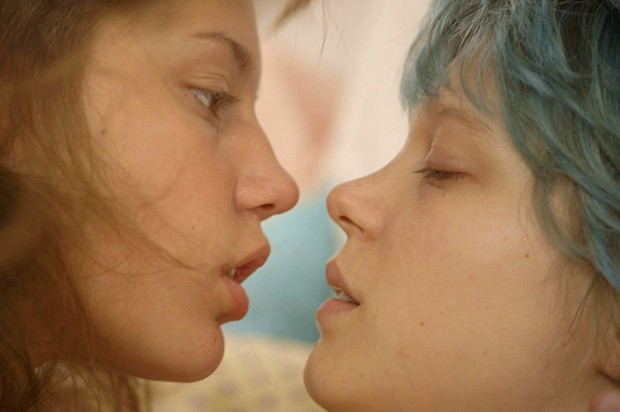 "Adèle Exarchopoulos en Léa Seydoux in ""Blue Is the Warmest Color"""